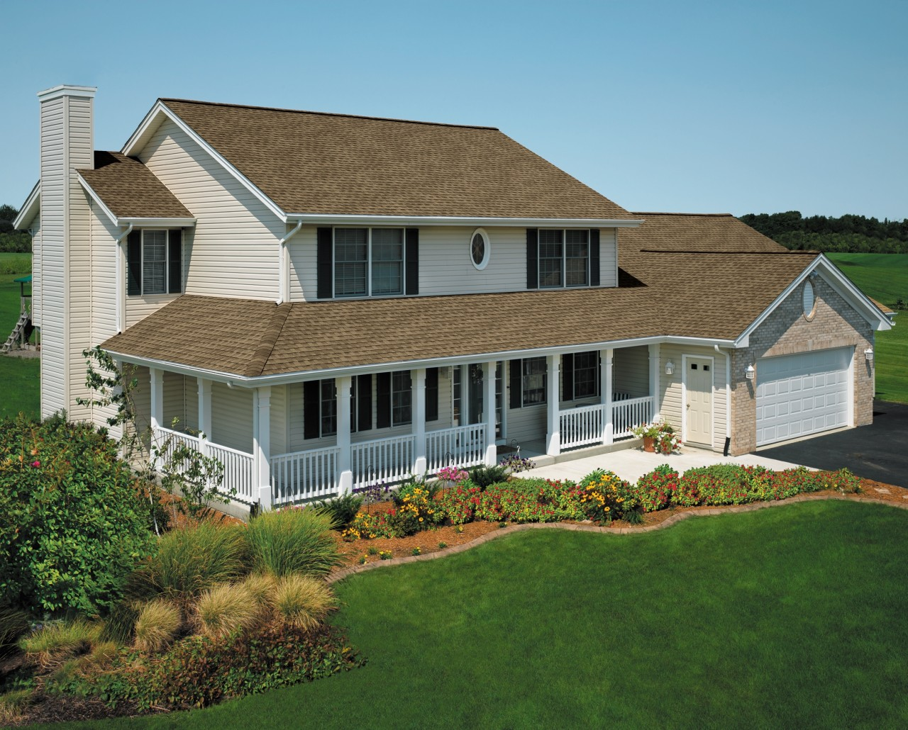 Tips for choosing your roof color contractor cape cod for Best color for a house