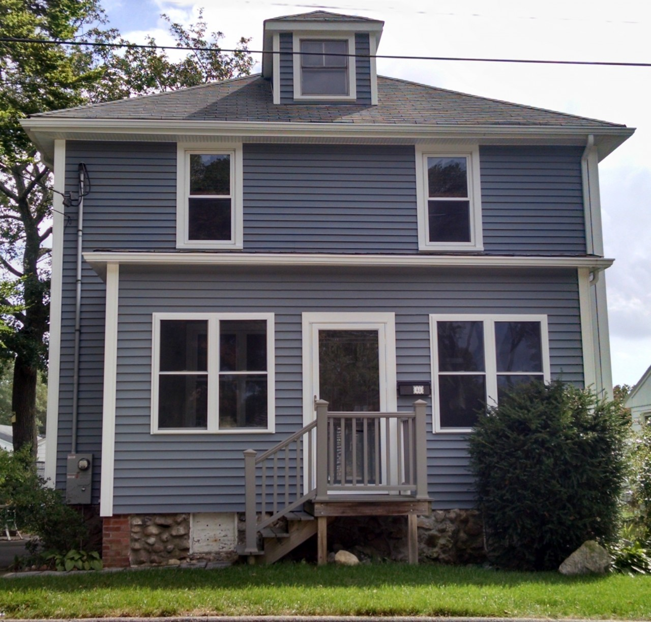 New bedford home now maintenance free with vinyl siding for Harvey siding colors