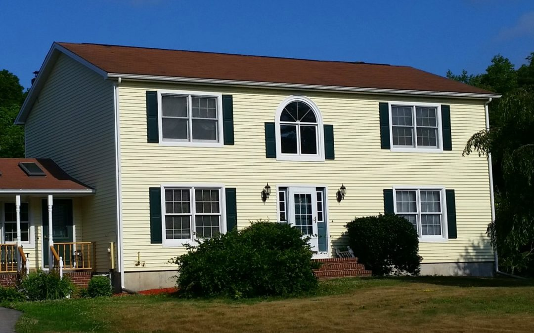 Vinyl Siding on Colonial Style Home In Seekonk, MA