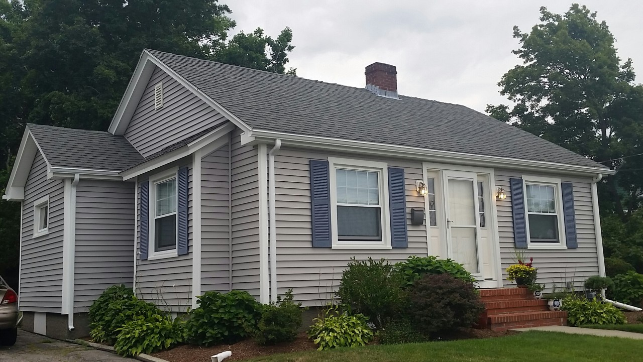 Seaside ranch gets new vinyl siding in somerset ma for Vinyl siding ideas for ranch style