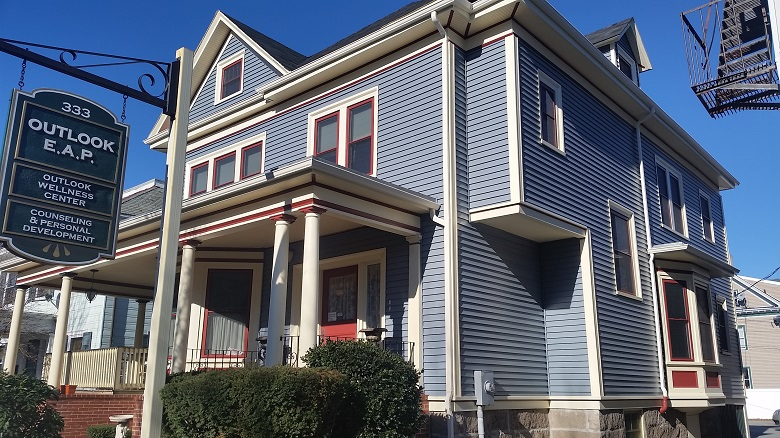 Vinyl Siding Harvey Windows On Historic Building In New Bedford MA C
