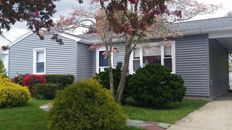 Vinyl siding adds curb appeal to new bedford ma ranch for Vinyl siding ideas for ranch style