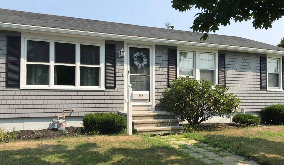 Mastic Cedar Discovery Vinyl Siding & Harvey Windows, New Bedford, MA